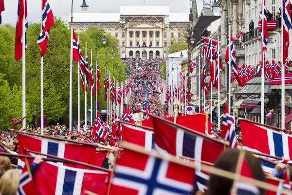 Konsul Kowalski utvist fordi han forsvarer barn og familier - Oslos byvåpen er talende i 2019: Sankt Hallvard og Konsul Slawomir forsvinner ikke!